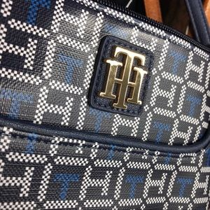 Tommy Hilfiger Bags - 3/$25🌵 Tommy Hilfiger Crossbody Purse